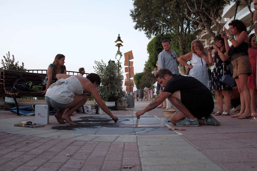 Street artists doing what they do along Sliema promenade